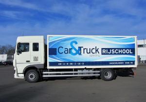 volledige vrachtwagen zijkant