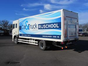 volledige vrachtwagen achterkant